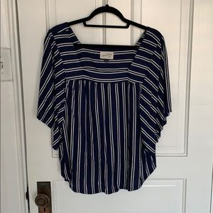 Universal Thread flowy top size M blue and white